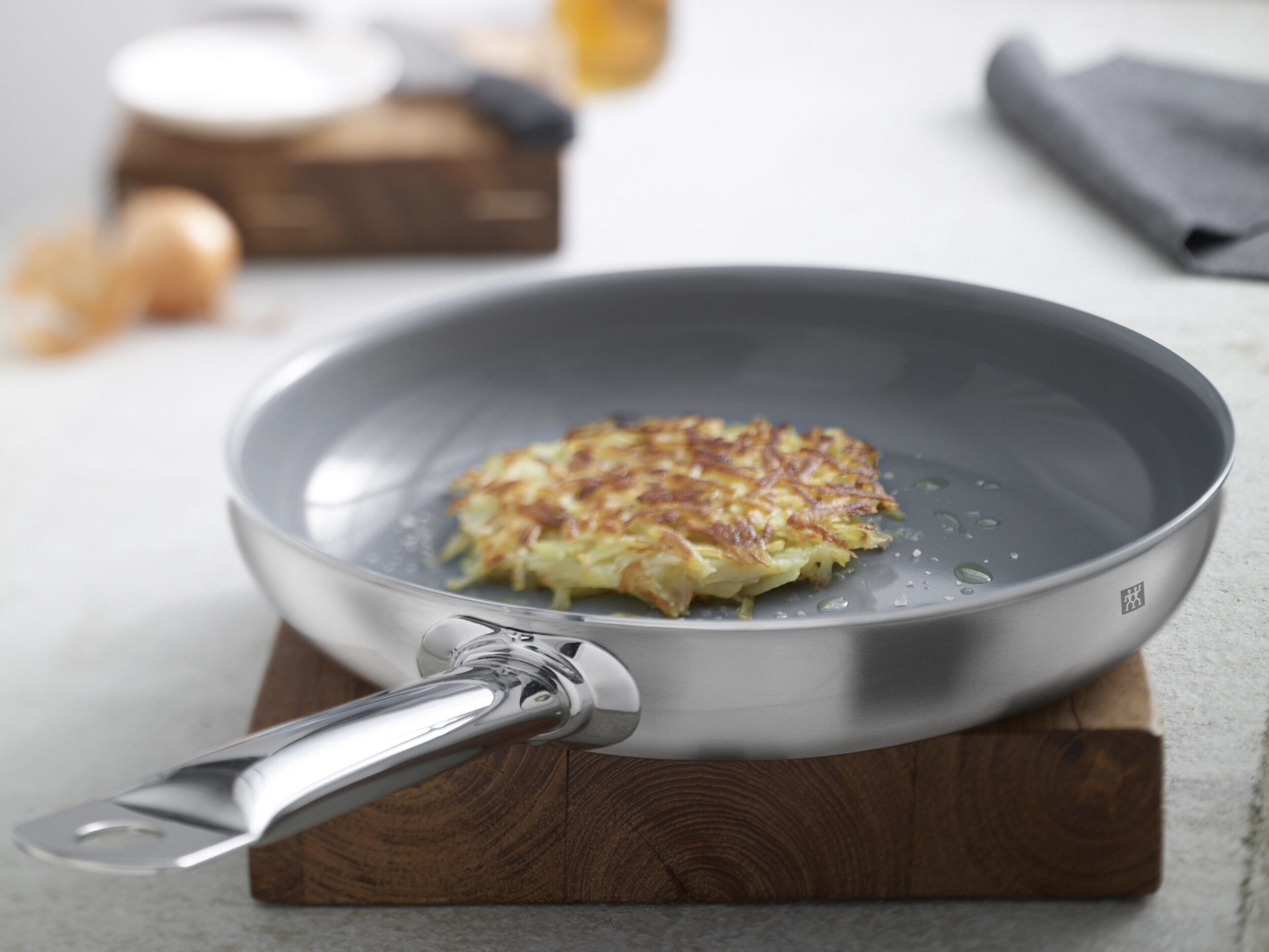 USE AND CARE YOUR COOKWARE - IT'S A PLEASURE